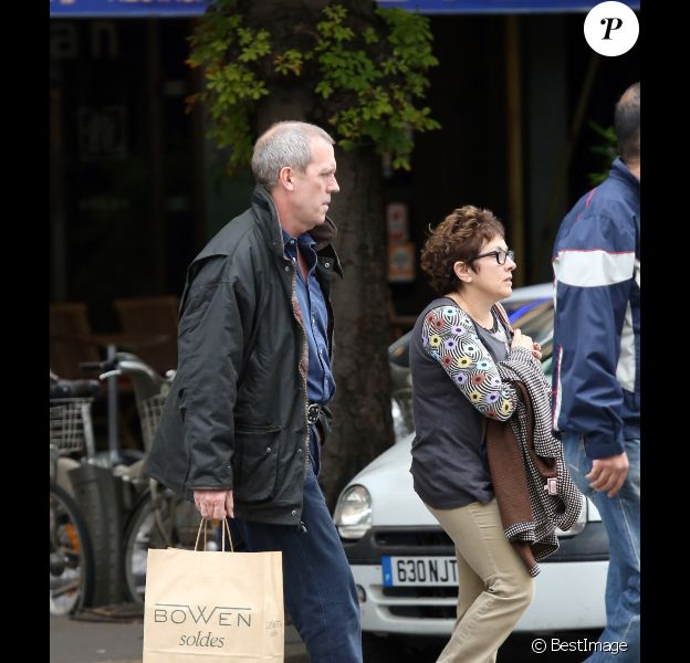 Hugh Laurie et sa femme Joanne Green : amoureux dans les rues de Paris  le 10 juillet 2012