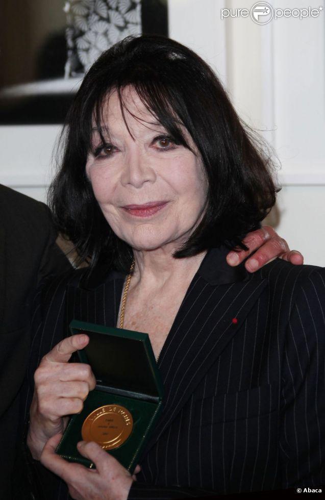 Juliette Gréco fait partie des heureux distingués de la promotion du 14 juillet 2012 de la Légion d'honneur.