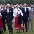 La princesse Victoria de Suède a fêté son 35e anniversaire le 14 juillet 2012, assistant comme chaque année dans la soirée au festival de Borgholm, sur l'île d'Öland, en habit traditionnel et en compagnie de sa famille - le prince Daniel, le roi Carl XVI Gustaf, la reine Silvia, le prince Carl Philip et la princesse Madeleine.
