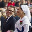 La princesse Victoria de Suède a fêté dans la joie et l'allégresse son 35e anniversaire le 14 juillet 2012, assistant comme chaque année dans la soirée au festival de Borgholm, sur l'île d'Öland, en habit traditionnel et en compagnie de sa famille - le prince Daniel, le roi Carl XVI Gustaf, la reine Silvia, le prince Carl Philip et la princesse Madeleine.