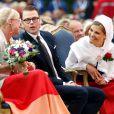 Anette Norberg, multiple championne de curling, a reçu la bourse Victoria. La princesse Victoria de Suède a fêté dans la joie et l'allégresse son 35e anniversaire le 14 juillet 2012, assistant comme chaque année dans la soirée au festival de Borgholm, sur l'île d'Öland, en habit traditionnel et en compagnie de sa famille - le prince Daniel, le roi Carl XVI Gustaf, la reine Silvia, le prince Carl Philip et la princesse Madeleine.