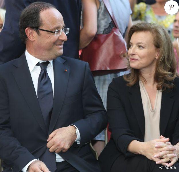 Valérie Trierweiler et François Hollande visitent la maison Jean Vilar à Avignon, le 15 juillet 2012.