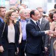 Bain de foule galvanisant pour Valérie Trierweiler et François Hollande en Avignon, le 15 juillet 2012.