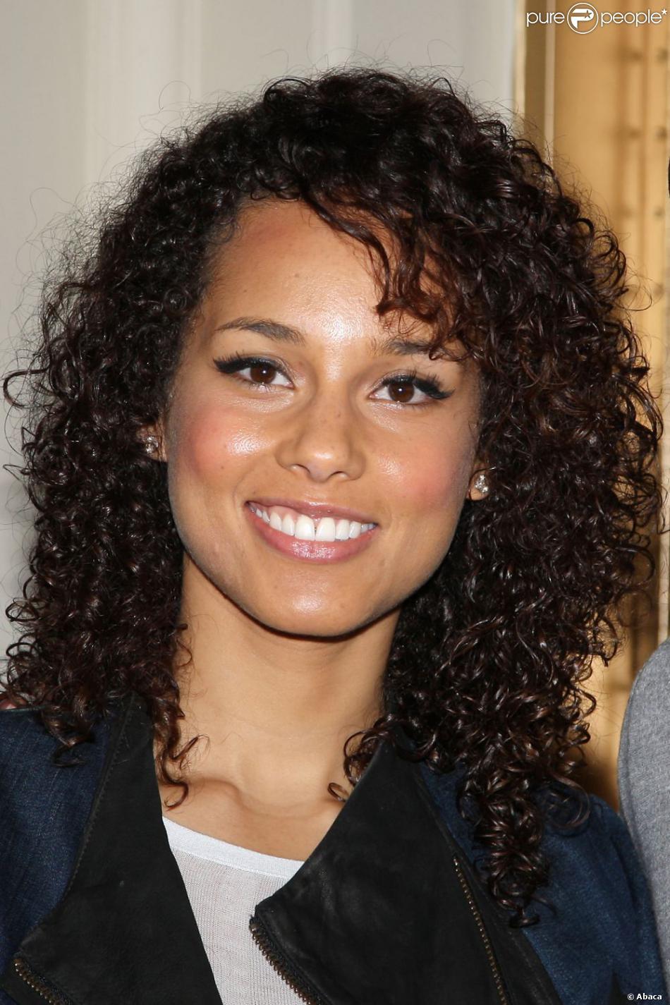 Très Alicia Keys a longtemps porté les cheveux longs et frisés. PB22