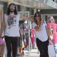 Russell Brand et sa nouvelle compagne Isabella Brewster partagent une après-midi shopping à West Hollywood le 21 juillet 2012