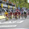 Le tournage de La Grande Boucle le 22 juillet 2012. Il se trouve sur les Champs-Elysées avant que les véritables coureurs du Tour de France n'arrivent.