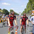 Clovis Cornillac sur le tournage de La Grande Boucle le 22 juillet 2012. Il se trouve sur les Champs-Elysées avant que les véritables coureurs du Tour de France n'arrivent.