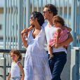 Matthew McConaughey et sa femme Camila se promènent sur les bords de l'Hudson River à New York avec leurs enfants Levi et Vida. Le 22 juillet 2012