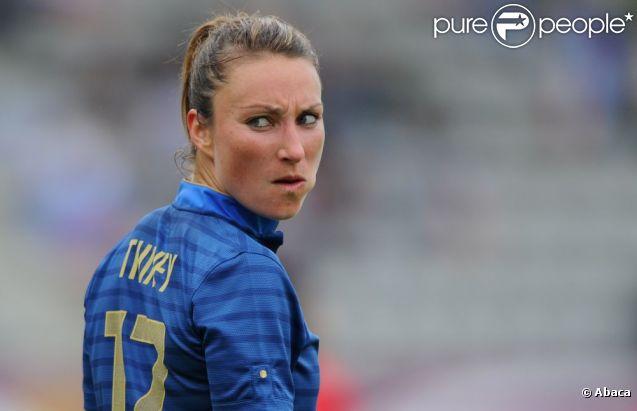 Gaëtane Thiney lors du match entre la France et le Japon (2-0) le 19 juillet 2012 à Paris