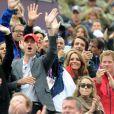 La princesse Eugenie, le prince William, Kate Middleton et le prince Harry ont applaudi la première médaille olympique de Zara Phillips. Comme la veille lors de l'épreuve de cross, les membres de la famille royale britannique étaient nombreux mardi 31 juillet 2012 à Greenwich Park pour soutenir Zara Phillips et la voir décrocher avec l'équipe britannique de concours complet la médaille d'argent aux Jeux olympiques de Londres.