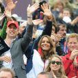 Chaude ambiance ! Kate Middleton, son mari le prince William et son beau-frère le prince Harry, toujours très complices, ont applaudi la première médaille olympique de Zara Phillips. Comme la veille lors de l'épreuve de cross, les membres de la famille royale britannique étaient nombreux mardi 31 juillet 2012 à Greenwich Park pour soutenir Zara Phillips et la voir décrocher avec l'équipe britannique de concours complet la médaille d'argent aux Jeux olympiques de Londres.