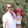 Neil Patrick Harris, et sa fille Harper Grace arrivent au Club 55 à Saint-Tropez le 2 août 2012