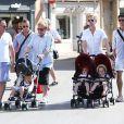 Elton John, son compagnon David Furnish et leur fils Zachary, en compagnie de leurs amis Neil Patrick Harris, son compagnon David Burkta et leurs jumeaux Gideon Scott et Harper Grace, à Saint-Tropez le 2 août 2012