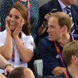 Kate Middleton et le prince William ont intensément suivi jeudi 2 août 2012 au vélodrome de Stratford la finale de la vitesse sur piste des Jeux olympiques, assistant au triomphe du trio britannique Philip Hindes-Chris Hoy-Jason Kenny.