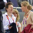 La princesse Anne et la comtesse Sophie de Wessex jeudi 2 août 2012 au vélodrome de Stratford pour la finale de la vitesse sur piste aux Jeux olympiques.
