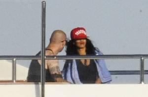 Rihanna : Vacances sur son yacht en Italie, avec un beau tatoué...
