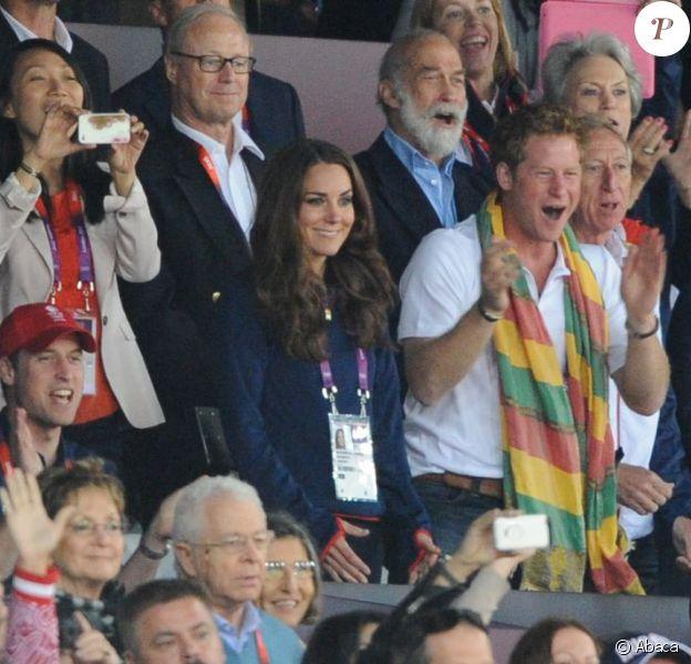 """Kate Middleton, le prince William et le prince Harry ont exulté le 5 août 2012 au stade olympique lors du sacre d'Usain Bolt aux JO de Londres, vainqueur du 100m en 9""""63."""