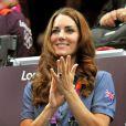Kate Middleton supportrice des handballeuses britanniques contre la Croatie le 5 août 2012 aux Jeux olympiques de Londres.
