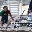 Sur la plage de Palm Beach, Gwen Stefani, son mari Gavin Rossdale et leur fils Zuma profitent de la vie, le 6 août 2012