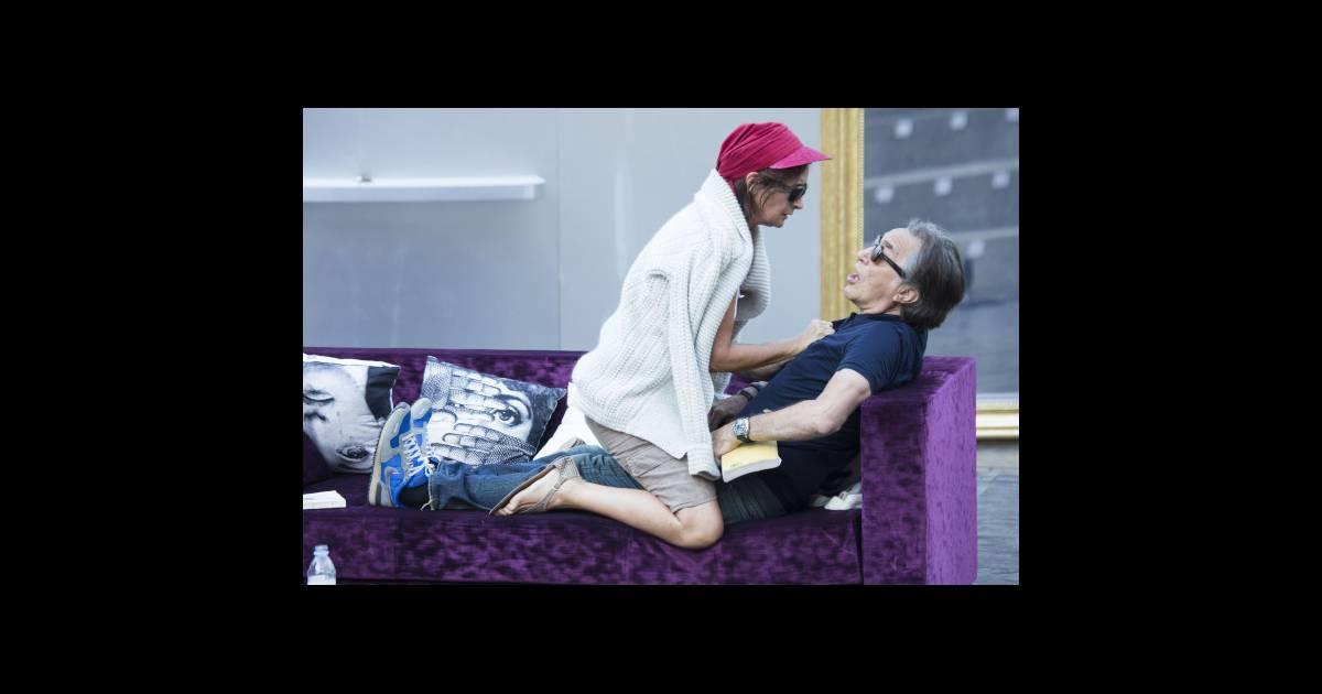raphaeline goupilleau et richard berry au festival de ramatuelle 2012 purepeople. Black Bedroom Furniture Sets. Home Design Ideas