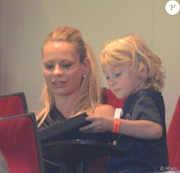 Helena Seger, la compagne de Zlatan Ibrahimovic, et leurs deux fils Maximilian et Vincent étaient présents le 11 août 2012 au Parc des Princes pour voir les débuts du géant suédois sous les couleurs du Paris Saint-Germain, auteur d'un doublé face à Lorient.