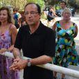 François Hollande se promène à Brégançon le dimanche 12 août, jour de son 58e anniversaire.