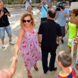 François Hollande et Valérie Trierweiler se promènent à Brégançon le dimanche 12 août, jour du 58e anniversaire du président.