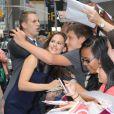 Jennifer Garner arrive sur le plateau du Late Show à New York, le 14 août 2012 - Elle signe des autographes à ses fans