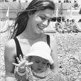 Jane Birkin et sa fille Charlotte en 1972 à Nice.