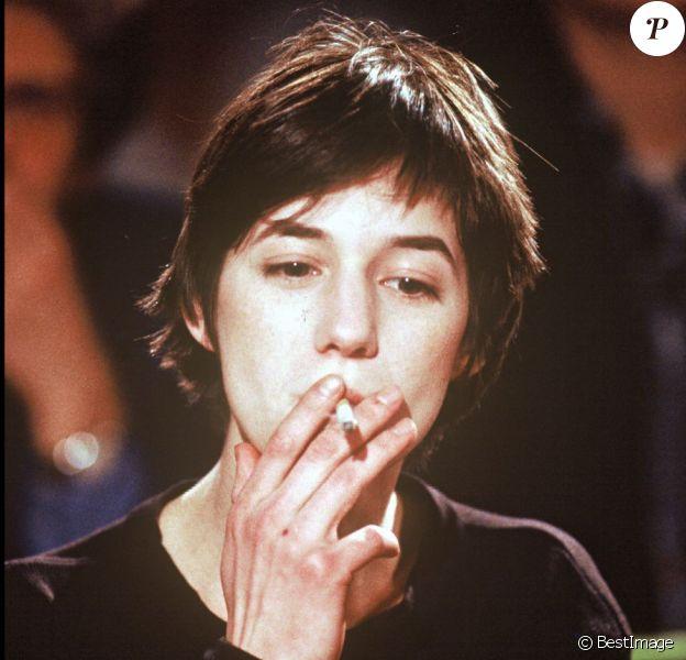 Charlotte Gainsbourg en 1994 sur le plateau du Cercle de minuit.