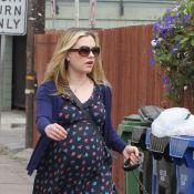 Anna Paquin, enceinte de jumeaux : Un petit look au poil pour promener son chien