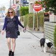 Anna Paquin promène son chien dans les rues de Venice, le 24 août 2012.