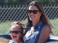Alessandra Ambrosio retombe en enfance avec sa fille Anja et son petit dernier