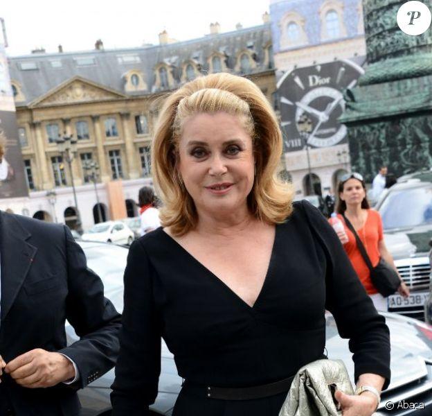 Catherine Deneuve à l'inauguration de la boutique Louis Vuitton, place Vendôme, le 3 juillet 2012.