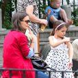 Katie Holmes et la petite Suri Cruise dans un parc de New York, le 3 septembre 2012.