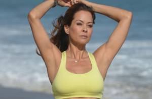 Brooke Burke : sexy et en forme à 40 ans, elle exhibe son ventre ultra plat