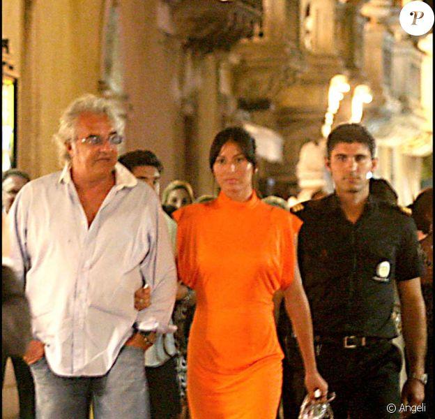 Promenade nocturne à Taormina pour les mariés Flavio Briatore et Elisabetta Gregoraci