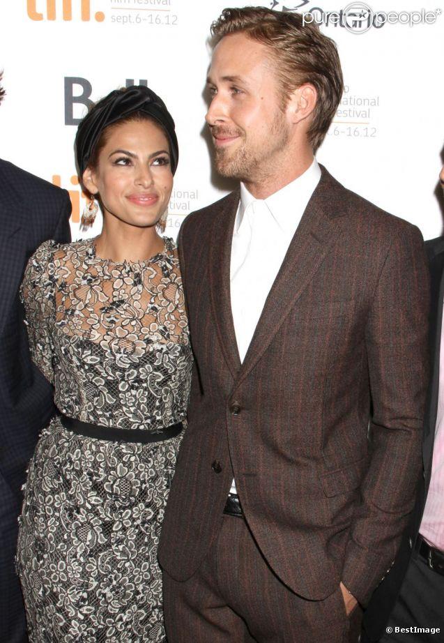 Les amoureux Eva Mendes et Ryan Gosling lors de la présentation au Festival du film international de Toronto de The Place Beyond the Pines le 7 septembre 2012