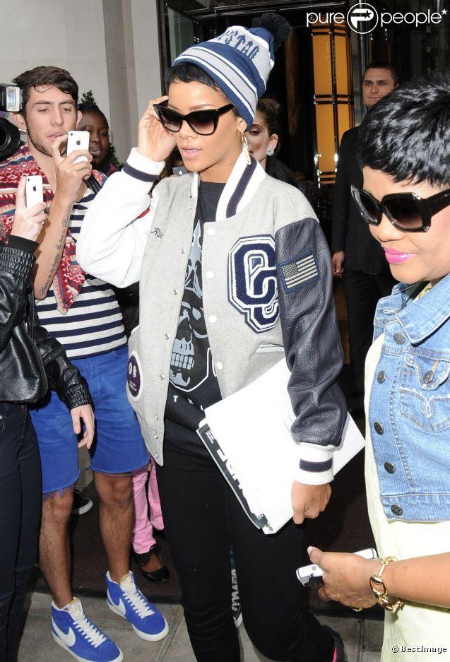 Rihanna Quitte Londres Avec Son Nouveau Tatouage Purepeople