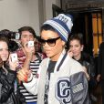 Rihanna quitte son hôtel pour rejoindre l'aéroport d'Heathrow et emprunter son vol, destination Los Angeles. Londres, le 10 septembre 2012.