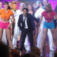 Jamel Debbouze en train de danser sur le plateau d'enregistrement du Plus Grand Cabaret du Monde diffusé le 6 octobre sur France 2 et animé par Patrick Sébastien