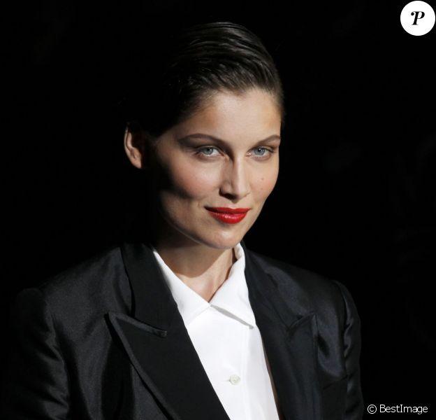 Laetitia Casta à Milan assiste au défilé Dolce & Gabbana dans un superbe smoking noir. Le 23 septembre 2012
