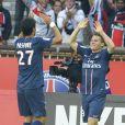 Kévin Gameiro remercie son passeur Javier Pastore après son premier but face à Sochaux. Paris, le 29 septembre 2012.