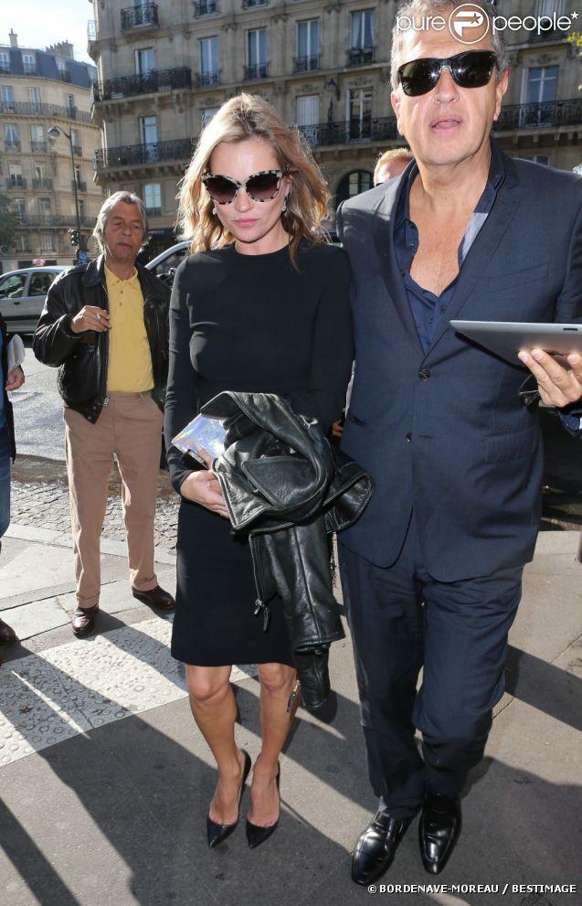 Kate Moss et Mario Testino arrivent au Café de Flore, à Paris, le 1er octobre 2012.