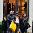 """""""Jessica Biel, matinale à Paris le 8 octobre 2012 fait du shopping chez Fendi avenue Montaigne"""""""