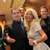 John Travolta déborde de bonne humeur avec la sculpturale Victoria Silvstedt