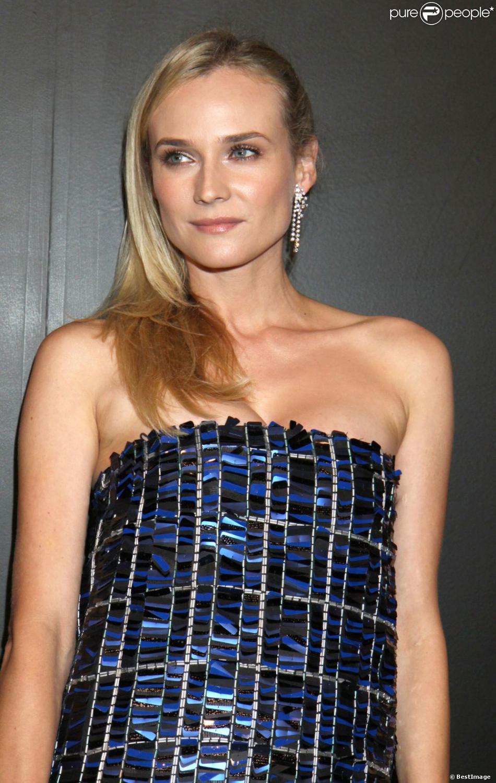 Diane Kruger sublime en robe lamée bleue au dîner Chanel pour célébrer les 80 ans de la collection  Bijoux de diamants  à New York le 10 octobre 2012.