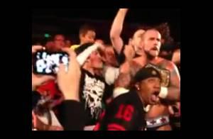 CM Punk : Le champion de la WWE pète les plombs et met un fan K.-O. !