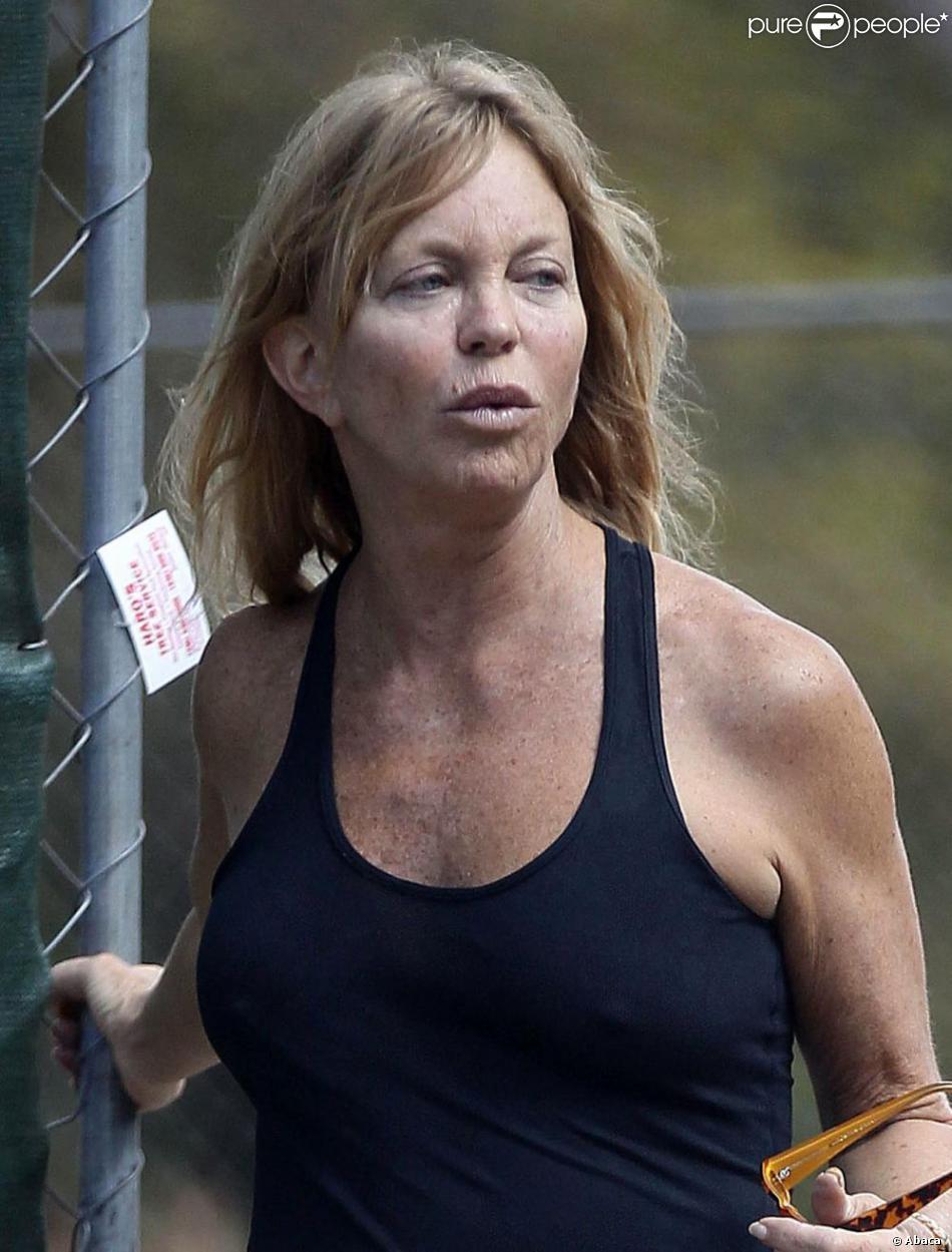Corps de rêve, mais un visage marqué par les rides, à 67 ans, Goldie Hawn ets en forme. Los Angles le 11 octobre 2012.