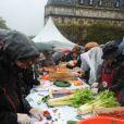 Un curry géant a été cuisiné avec des légumes destinés à être jetés, pour dénoncer le gaspillage alimentaire, à Paris, le samedi 13 octobre 2012.